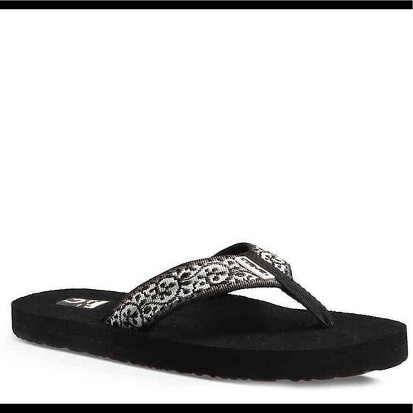 cd5dbef82fe14 Teva Shoes - Teva 9 flip flops